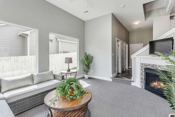 6505 W Kollmeyer Ct Wichita KS-small-014-64-Sun Room-666x444-72dpi.jpg