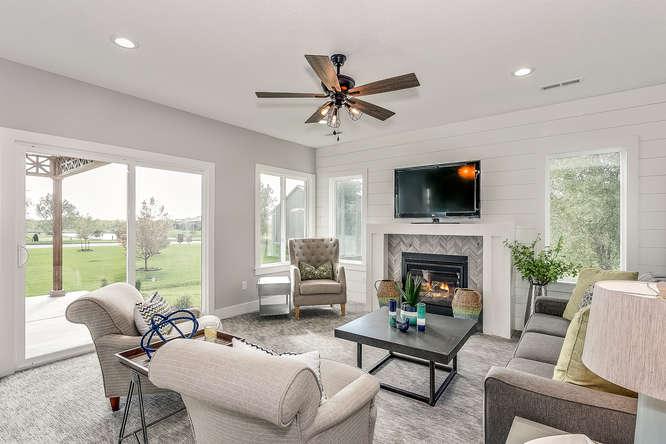 6305 Driftwood Wichita KS-small-014-7-Living Room-666x445-72dpi.jpg