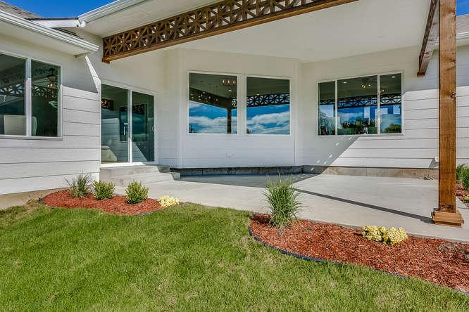 6305 Driftwood Wichita KS-small-029-24-Outdoor Living Area-666x445-72dpi.jpg