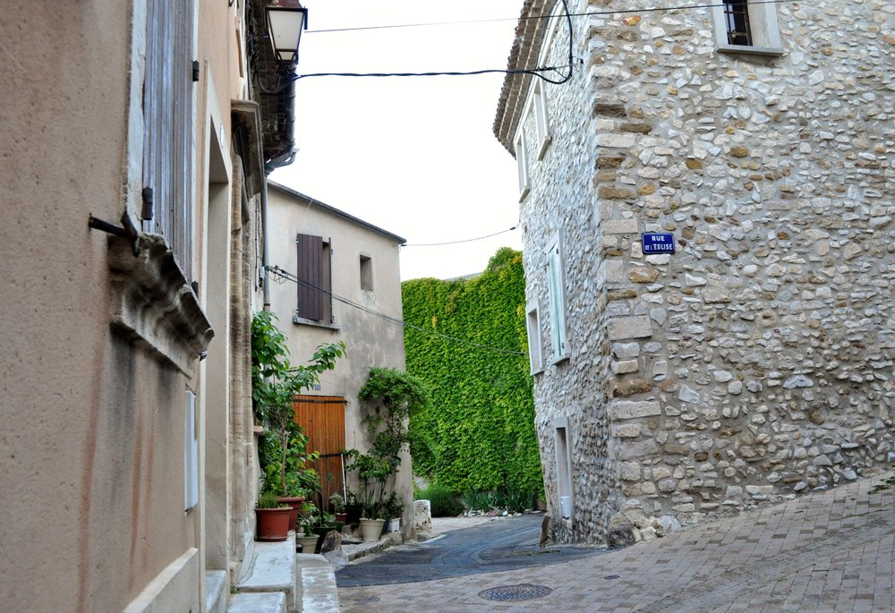 The winding streets of Sablet