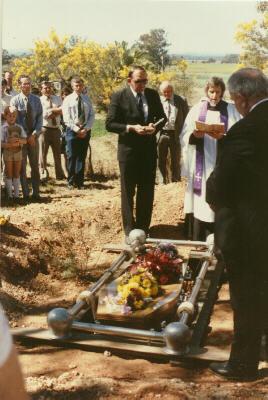 burial3.jpg