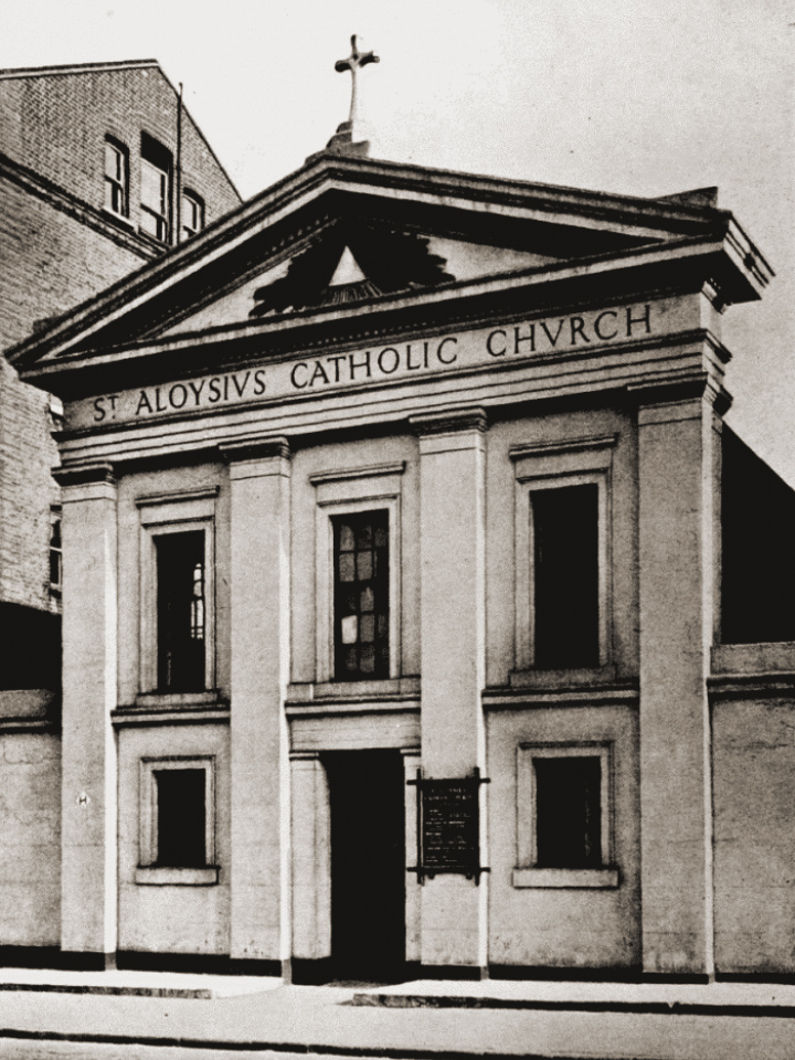 De St. Aloysiuskerk in Londen waar het paar op 1 mei 1913 in het huwelijksbootje stapte.