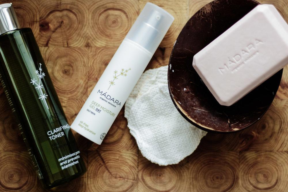 Sekaiholle erittäin mainio kasvovesi+kosteusvoide -yhdistelmä, käyttämäni kestovanulaput ja ihanan tuoksuinen  Cranberry Jupiter  -(suihku/käsi/vartalo)saippua
