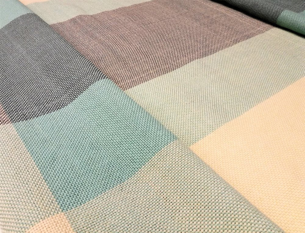 Finished blanket woven in plain weave with two colours