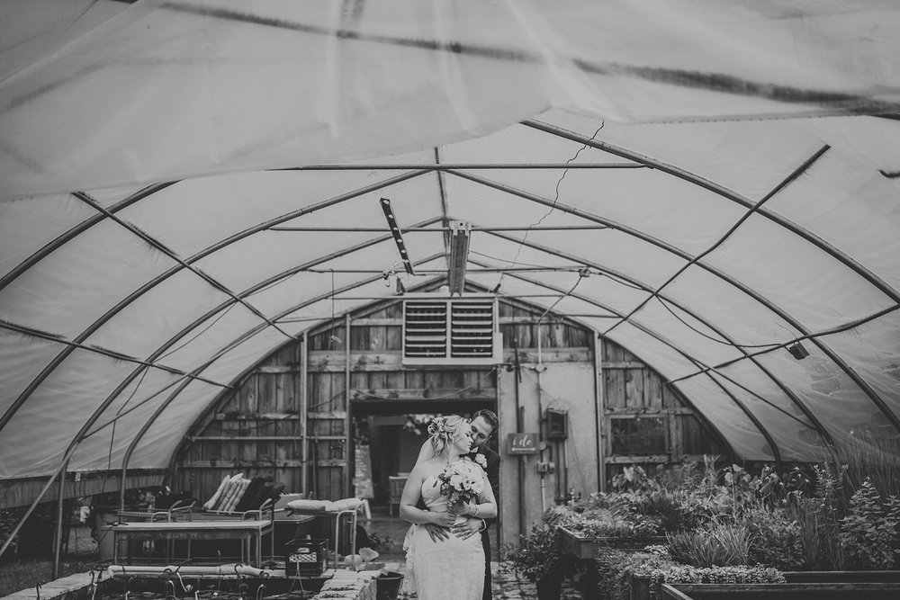 secret garden of woodbridge ponds wedding photos