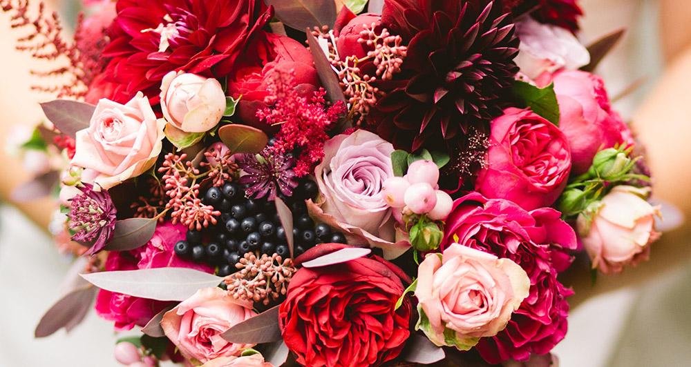 Rosor, ranunkler, dahlior, chrysantemum - Många blommor odlas fortfarande utomlands, Bee&Butterfly gör det tydligt för konsumenten.