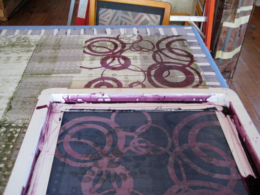 Screening with thickened dye on top of deconstructed first layer