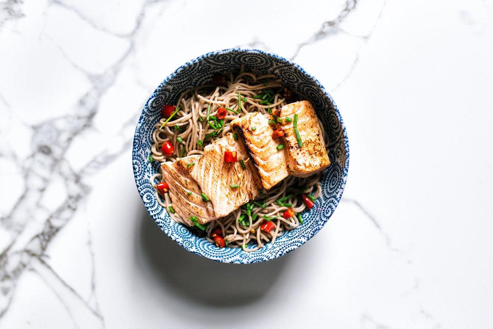 Seared salmon bowl - soba, chilies
