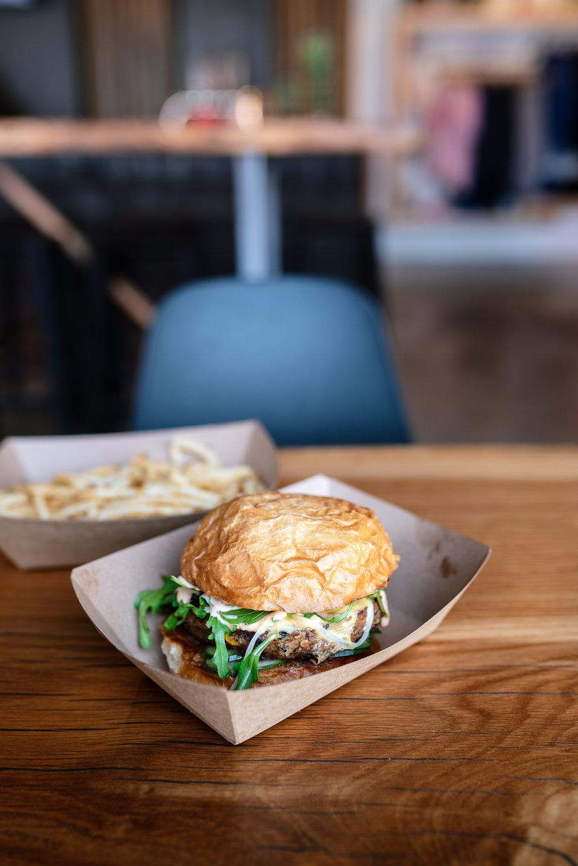 Veggie burger - arugula, Crystal aioli