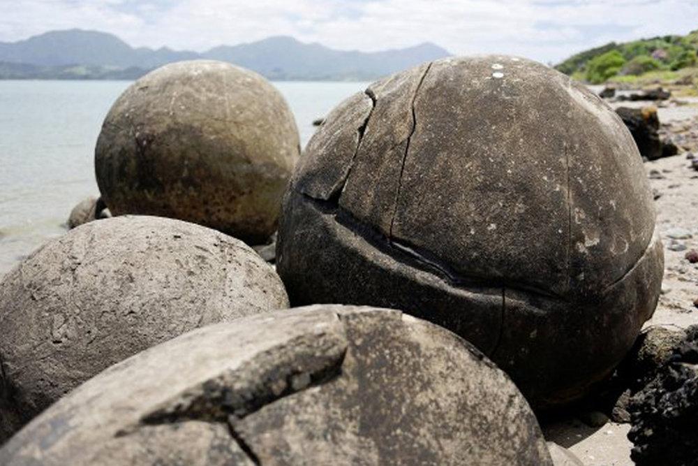 NEW_0020_koutou boulders.jpg