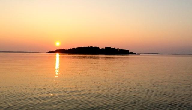 Lac La Biche sunset (photo by  @thelotuspage )