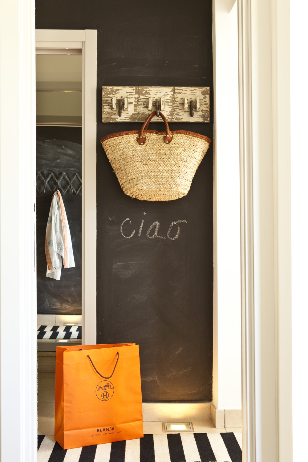 Entry blackboard message wall to the Villa Fiske apartment…