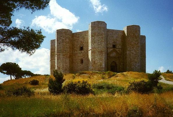 Tale of Tales - Puglia - Cast. del Monte.jpg