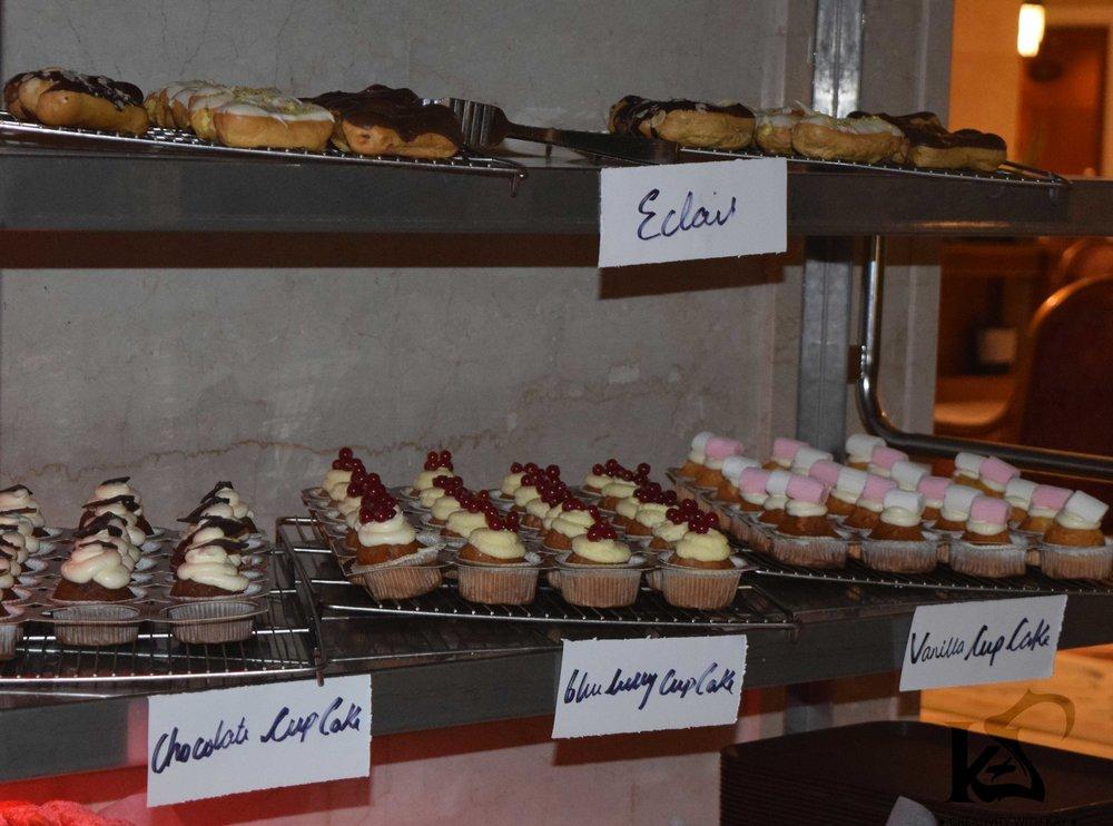 cupcake-eclairs-food-street-marriott