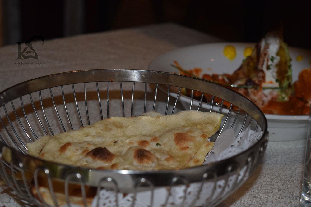 royal-indian-luxury-food-garlic-naan