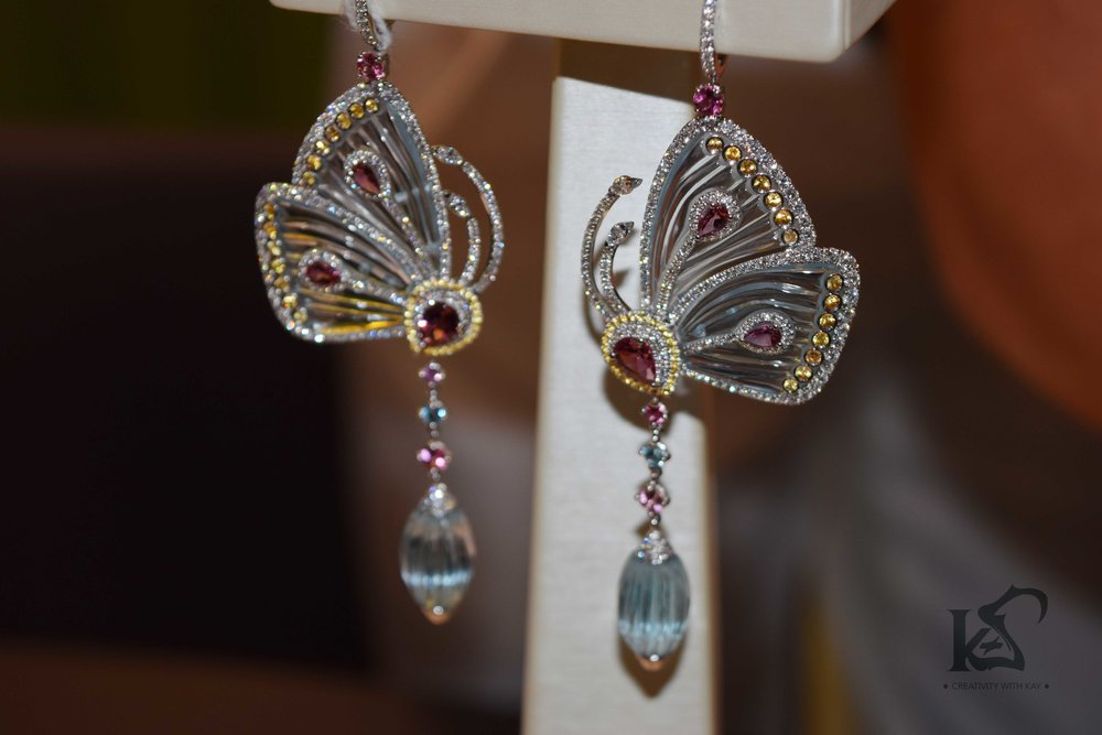 DJWE-blue-salon-jacobandco-diamond-butterfly-blue.jpg