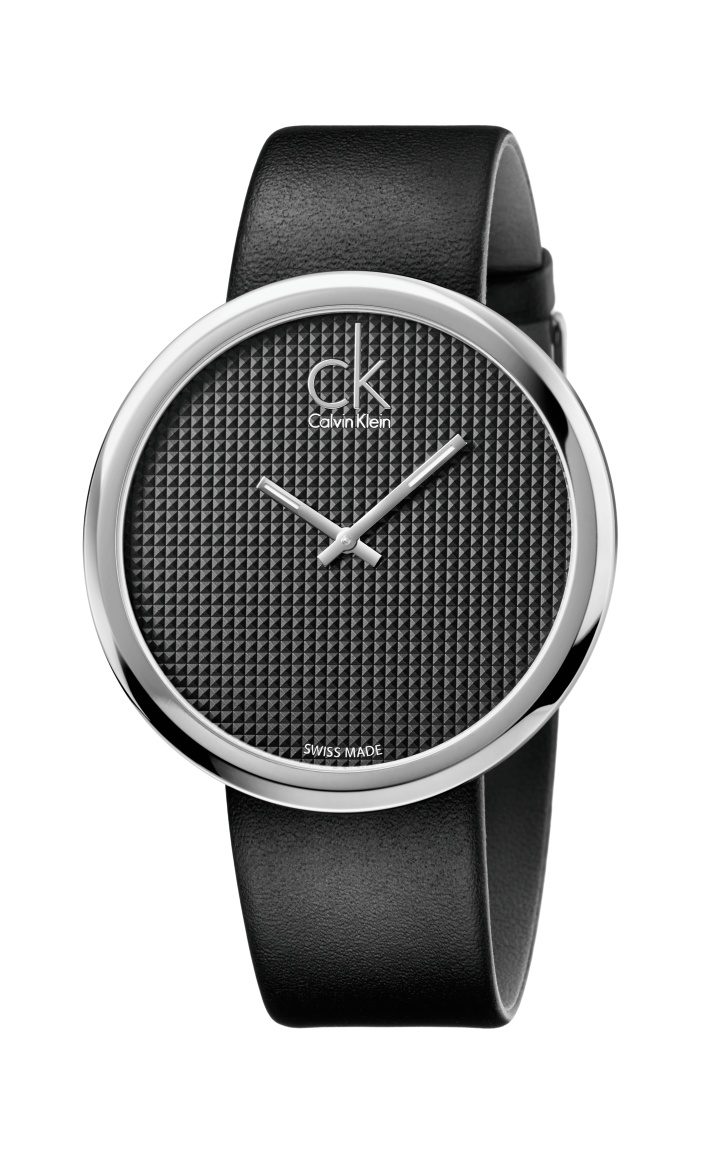 qatar-blogger-khansa-calvinklein-kempinski-watch-subtle-black
