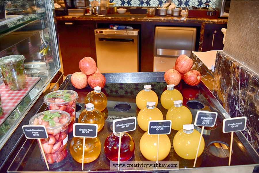 afternoon-tea-lobby-lounge-icdohathecity-qatar-blogger-juice-display.jpg