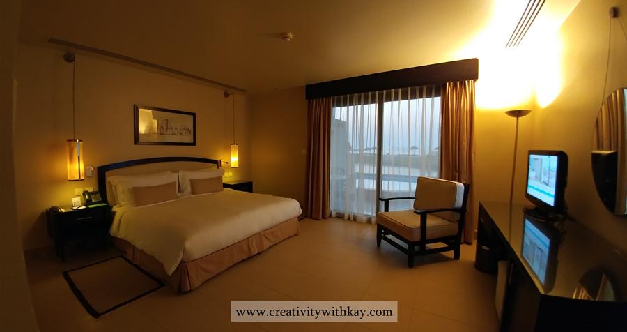 The-Cove-Rotana-resort-Ras-AlKhaimah-Travel-Blogger-Khansa-CreativitywithKay-bedroom.jpg