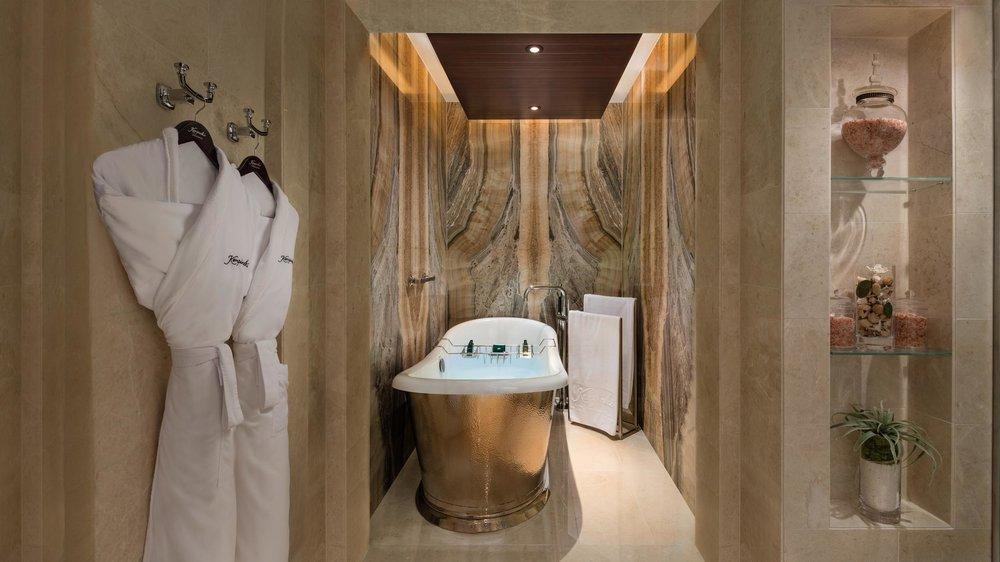 SKI Chalet Master Bedroom Bathtap