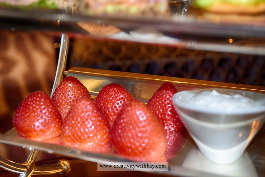 sarablounge-stregis-doha-afternoon-tea-carolineaster-strawberries.jpg
