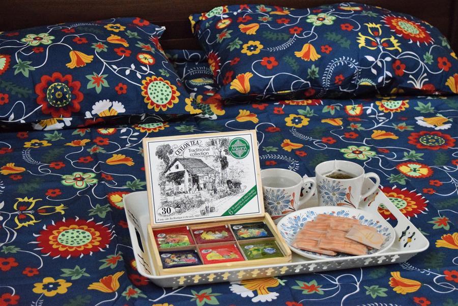 ROSENRIPS quilt cover, FINSTILT mugs & Plate