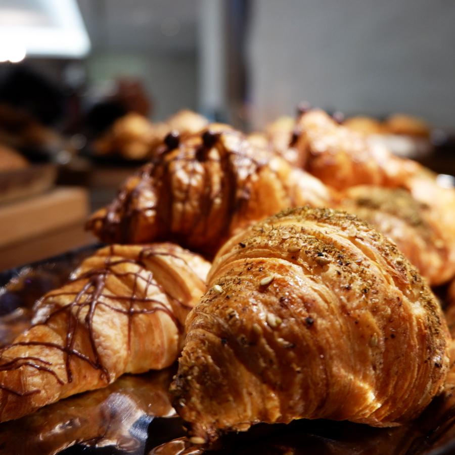 oryx-rotana-club-rotana-lounge-breakfast-croissant.jpg