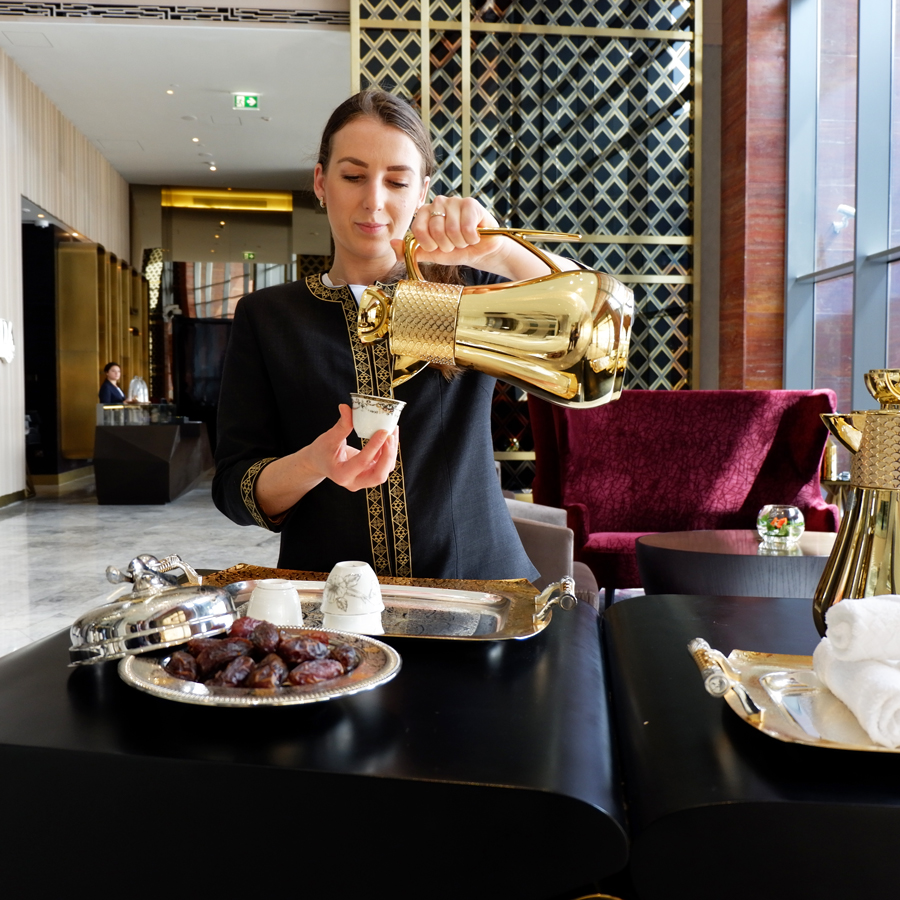 alrayyan-hotel-curio-hilton-welcome-arabic-coffee.jpg