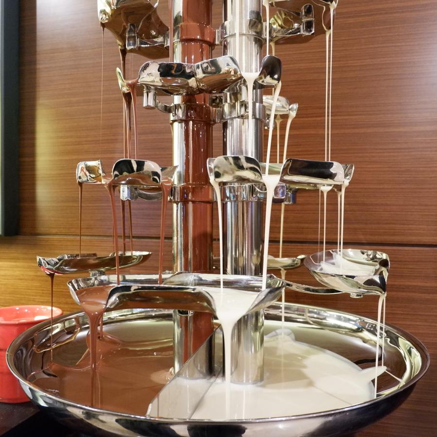 Friday-Brunch-CityCentre-Rotana-chocolate-fountain.jpg