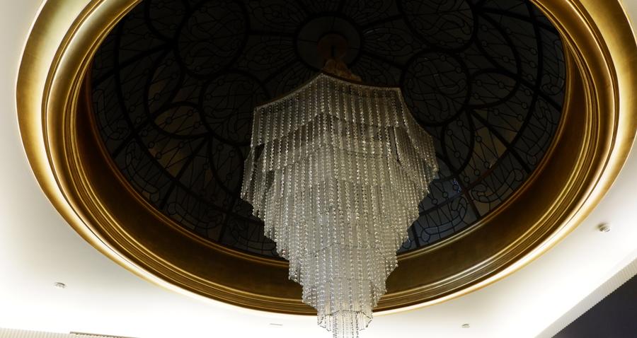 abudhabi-suite-dining1_chandelier.jpg