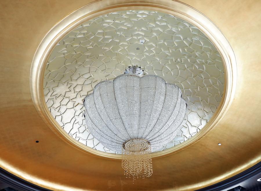 abudhabi-suite-chandelier.jpg
