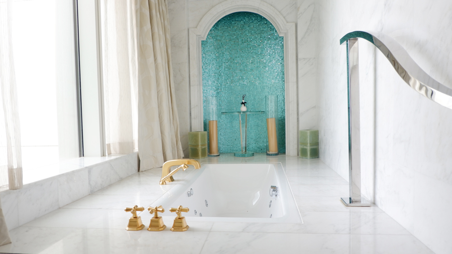 abudhabi-suite-bathtub1.jpg