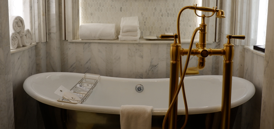 abudhabi-suite-bathtub2.jpg