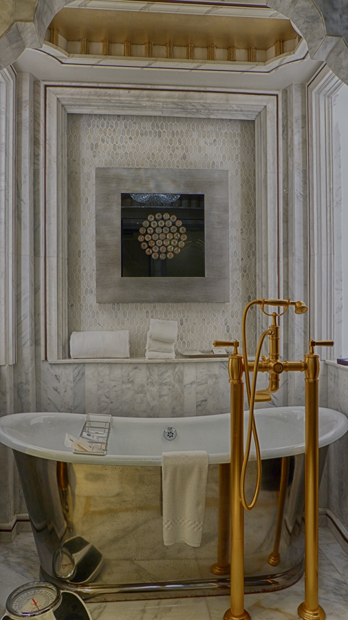 abudhabi-suite-bathtub4.jpg