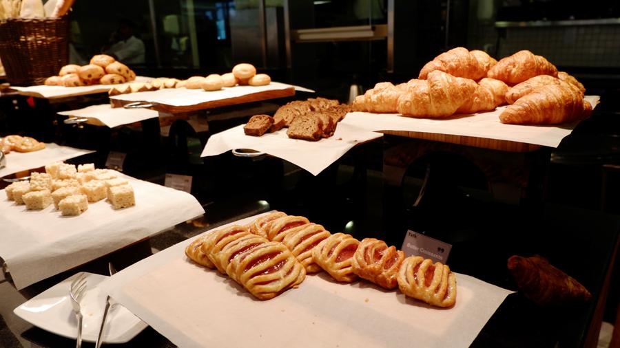 movenpick-jbr-talk-restaurant-pastry.jpg