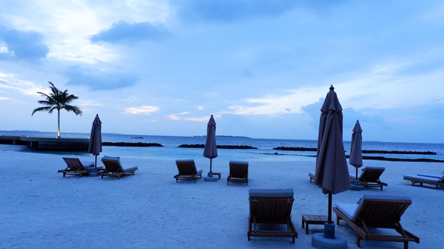 Dhigali_Maldives_Sunrise1.jpg