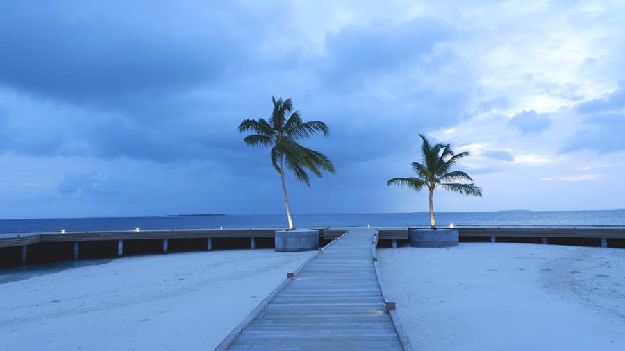 Dhigali_Maldives_Sunrise3.jpg