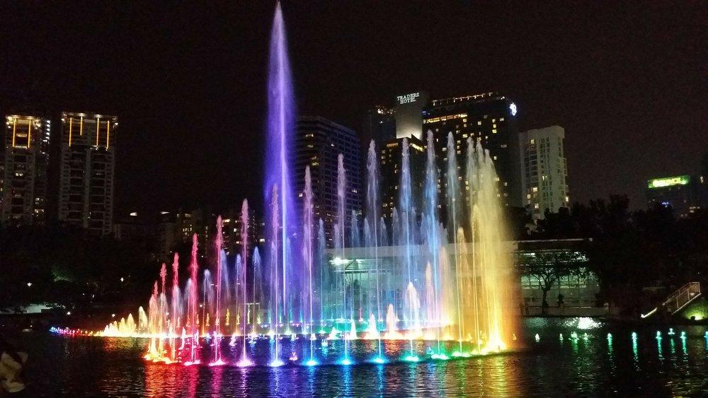 kualalumpur_malaysia_creativitywithkay_musical_fountains_KLCC.jpg