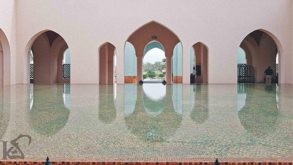 salalah-rotana-qatar-bloggers-creativitywithkay-entrance-day-arch.jpg