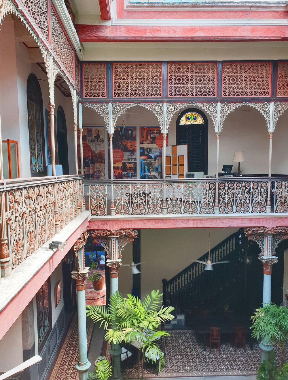 cheonggfatttze_mansion_courtyard2.jpg
