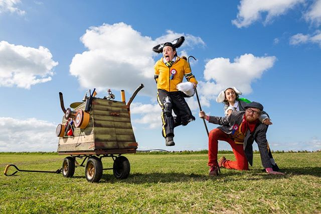 One Kid and their Dog- new show from @muftigames part #walkabout part #sheepherding #competition #sheeptrials meets #sportsday #outdoorarts #farming #agriculture #sheepdog #sheep #prizewinning #play #playground #streetplay #participation