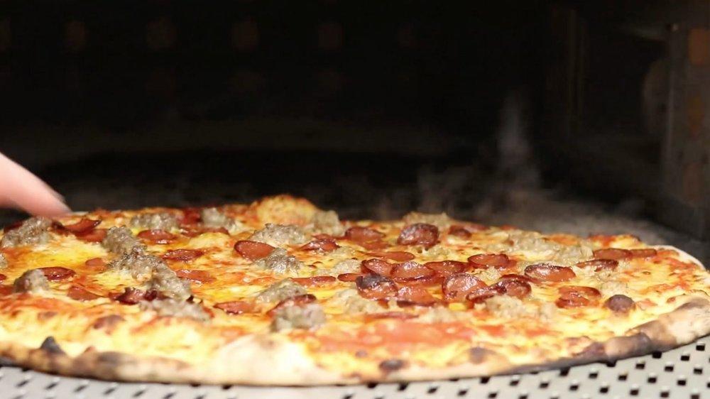 HSDFF DELUCAS Pizza.jpg