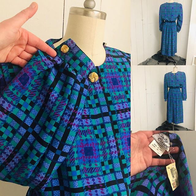 Amazing NWT Secretary dress. Vtg size 12.  Bright cool toned plaid/houndtooth. Waist:12 unstretched, 18 stretched  Best fits 8/10, possible 12. $20, pm for details and purchase. 👩🏽💻👗 . . . #vintage #vintageclothing #vintagefashion #secretary #secretarydress #nwtvintage #lnk #shoplocal #omaha @a_fine_frock @poodlepantz @kylaishair #maximalism #maximalist #downtownlnk
