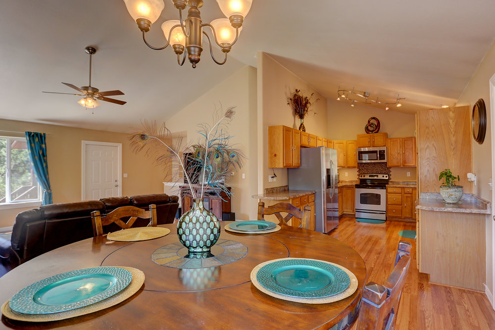 351 Deep Lake Dr Dining room b.jpg