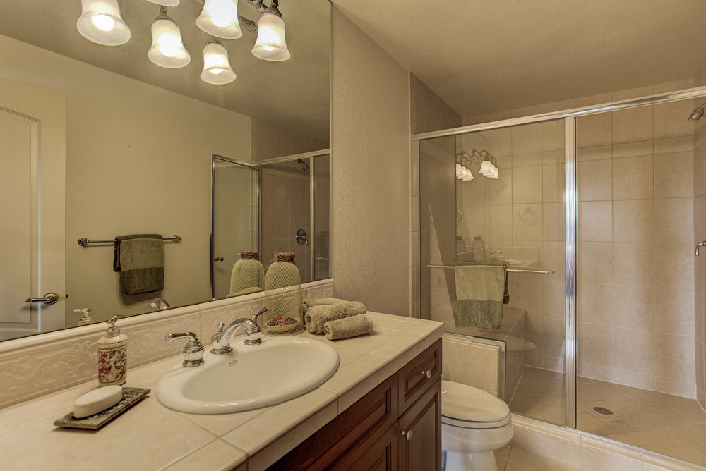 943 Aztec Drive_Bathroom2.jpg