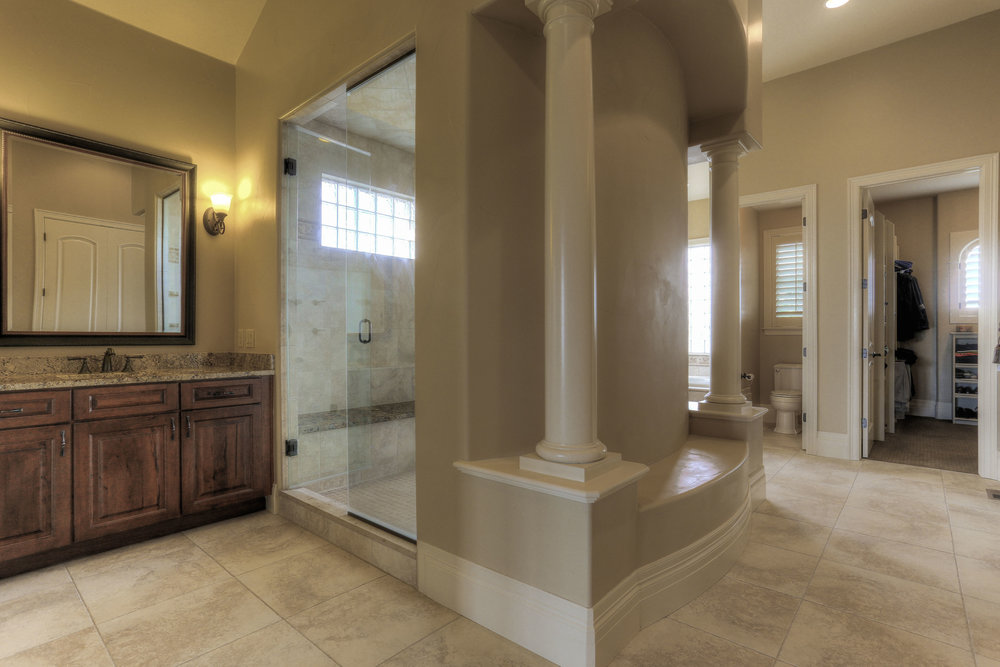 6933 S Espana Way_Masterbath1.jpg