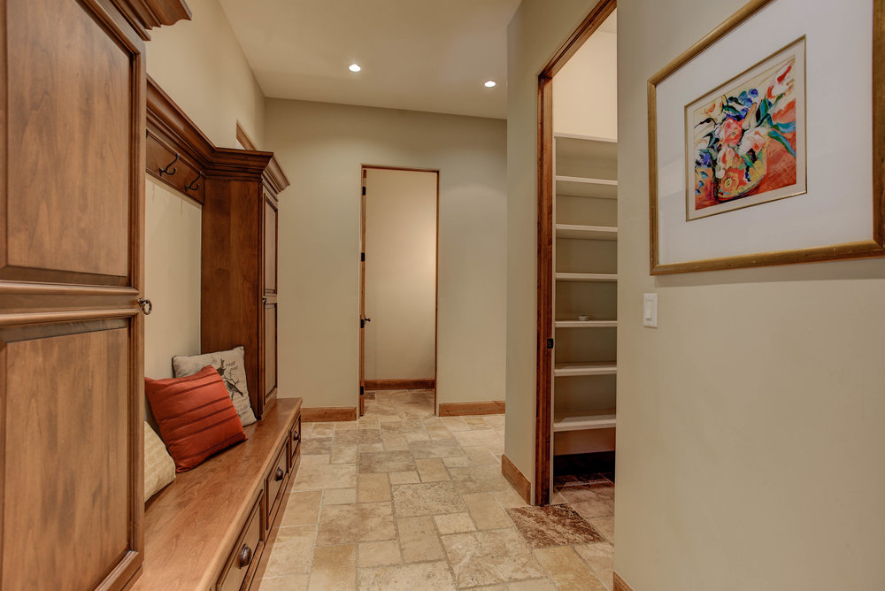 11 Bellaire Street_Mudroom.jpg