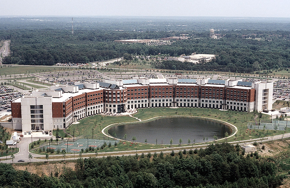 1199px-Fort_Belvoir_DLA_building.jpg