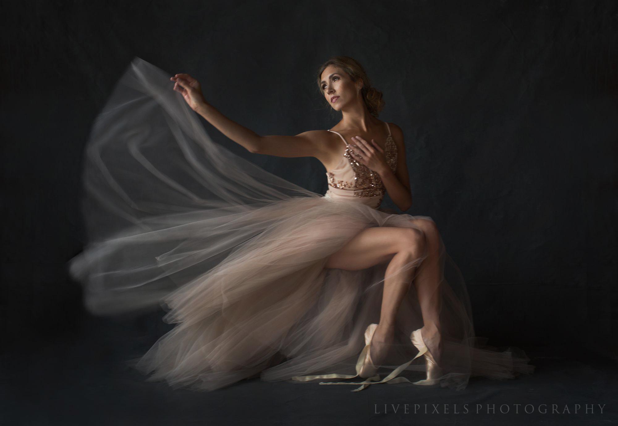 Toronto Ballet Dancer Elegant Portrait - Livepixels Photography, Toronto / livepixelsphotography.com