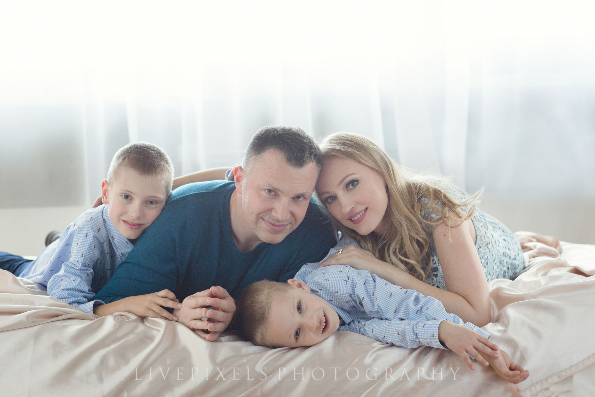 Family Studio Portrait Photography - Livepixels Photography, Toronto / livepixelsphotograp